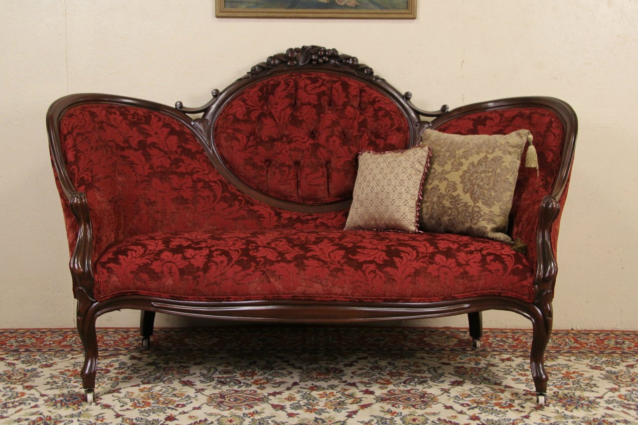 Antique Love Seat Best 2000 Antique Decor Ideas