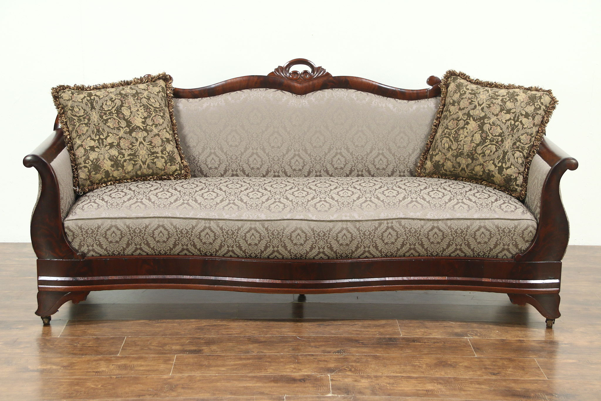 pin chaise on antiques buttons longue regina by couches blogger victorian vintage couch mcgill sofa sofas antique pinterest canapes