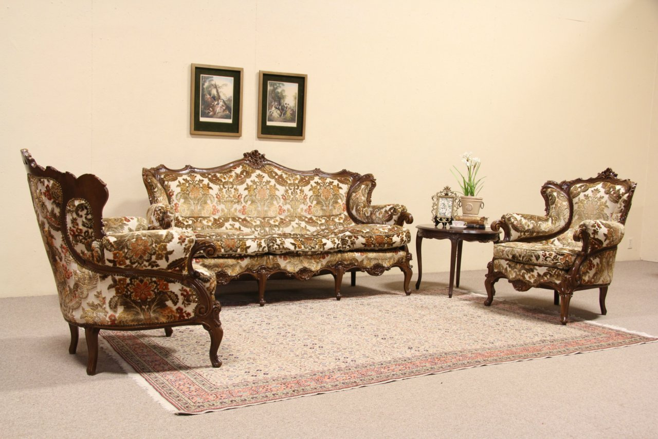 Merveilleux Three Piece Set, Pair Of Baroque Carved Vintage Italian Armchairs And Sofa