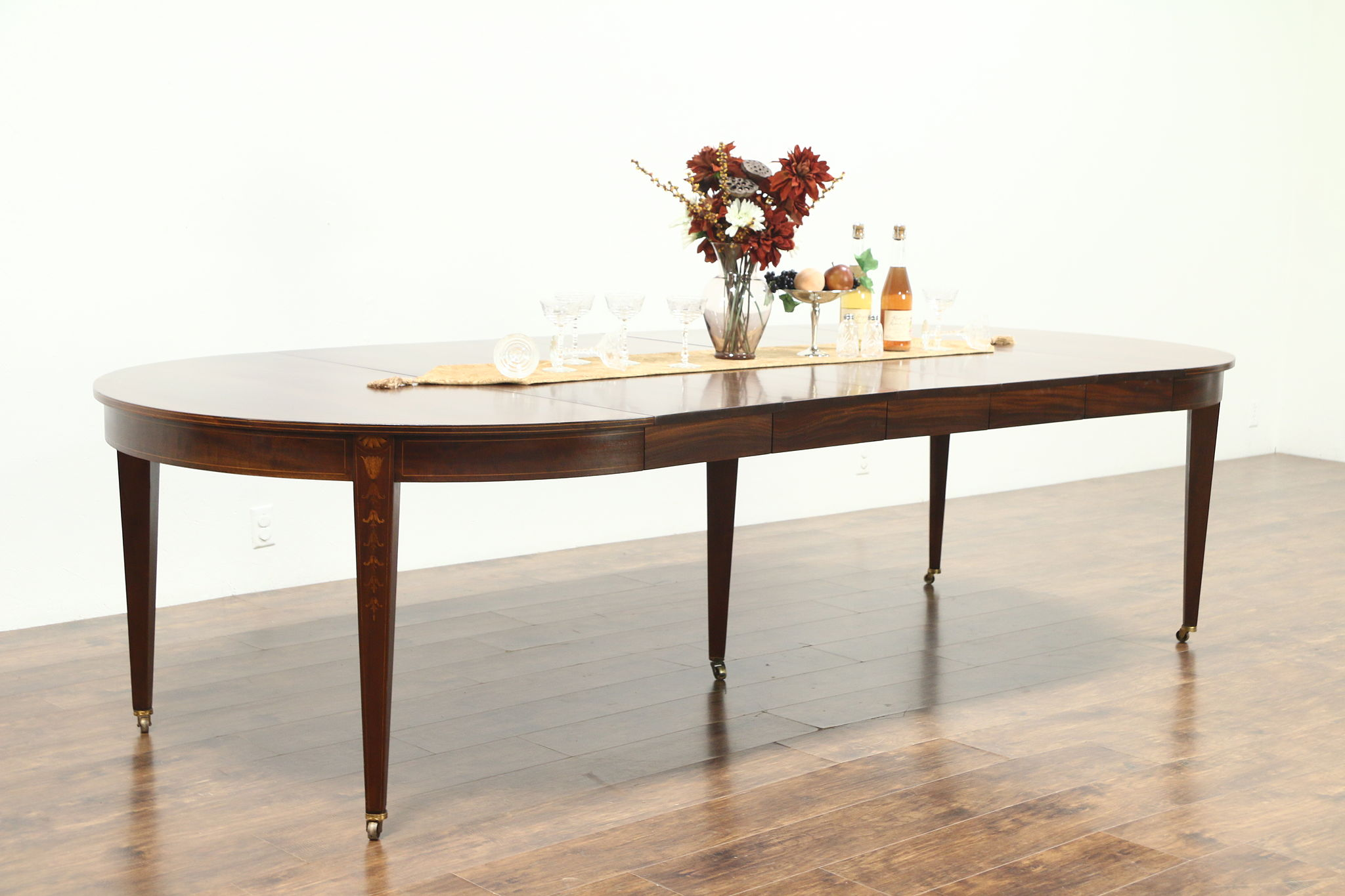 Picture of: Sold Hepplewhite Traditional Round Antique Mahogany Dining Table Extends 10 Harp Gallery Antiques Furniture