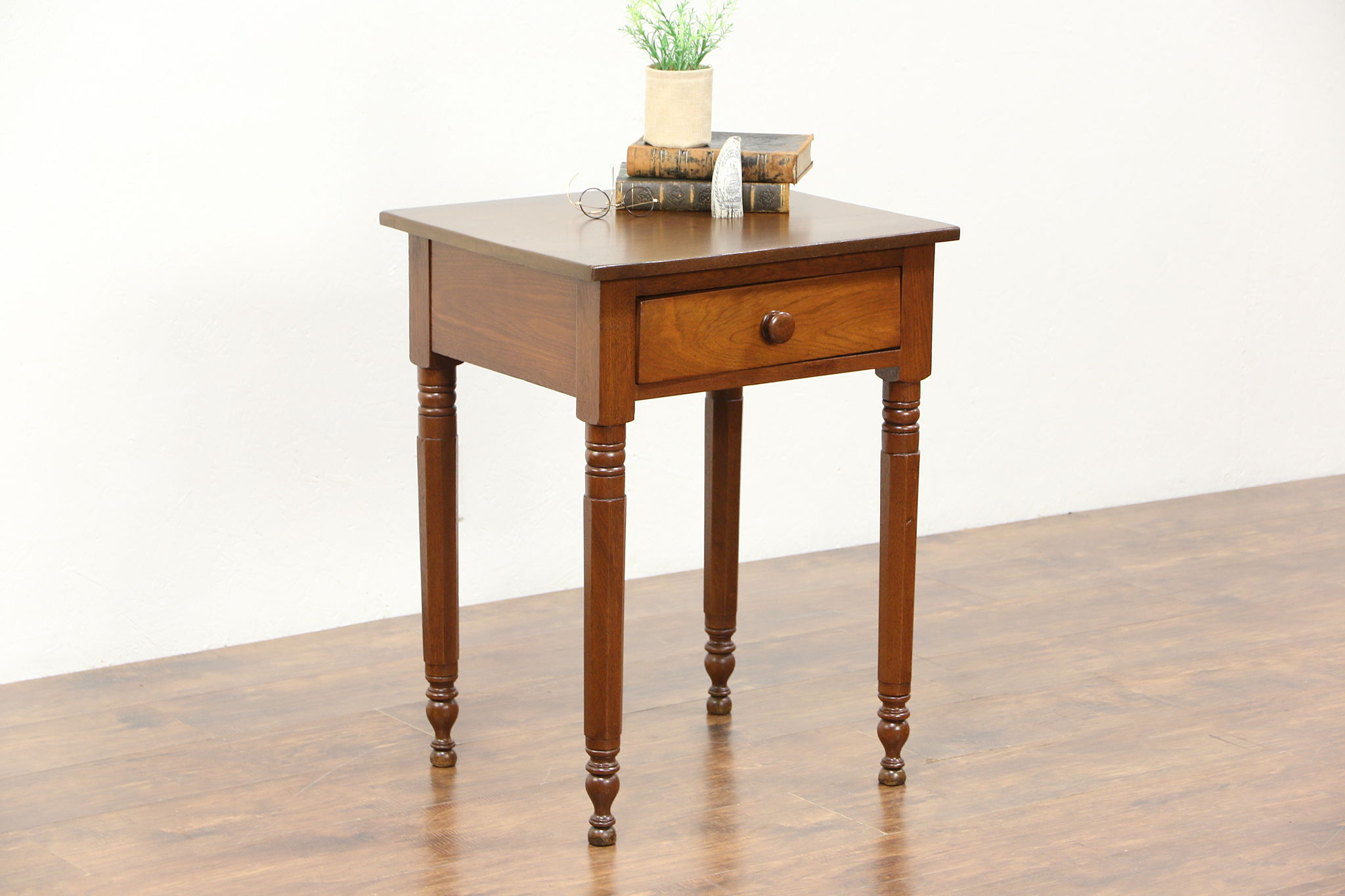 Charmant Walnut 1840 Antique Nightstand, Lamp Or End Table, Octagonal Legs