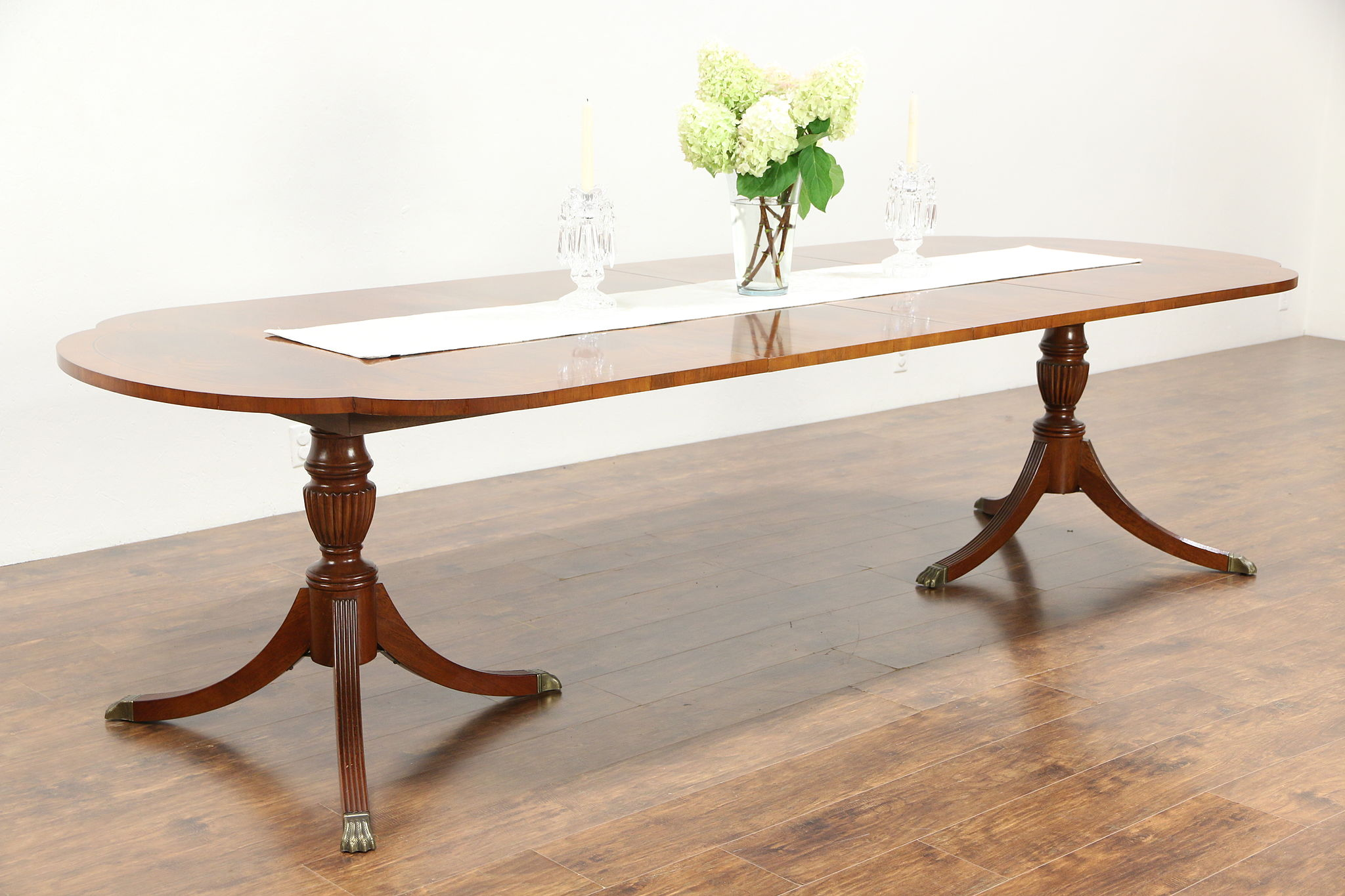 Hekman Unsigned Copley Square Dining Table Banded Mahogany