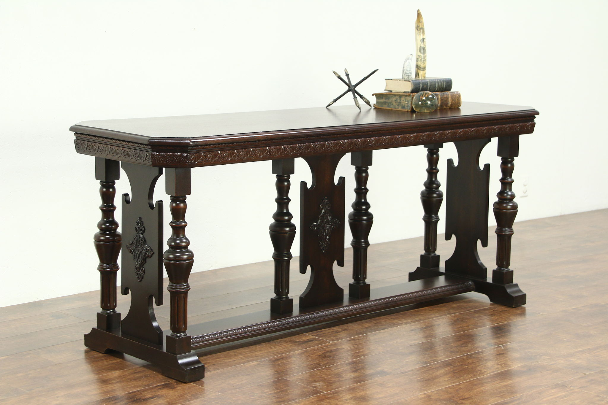 Renaissance Style Mahogany 1920 S Antique Hall Console Or Sofa Table