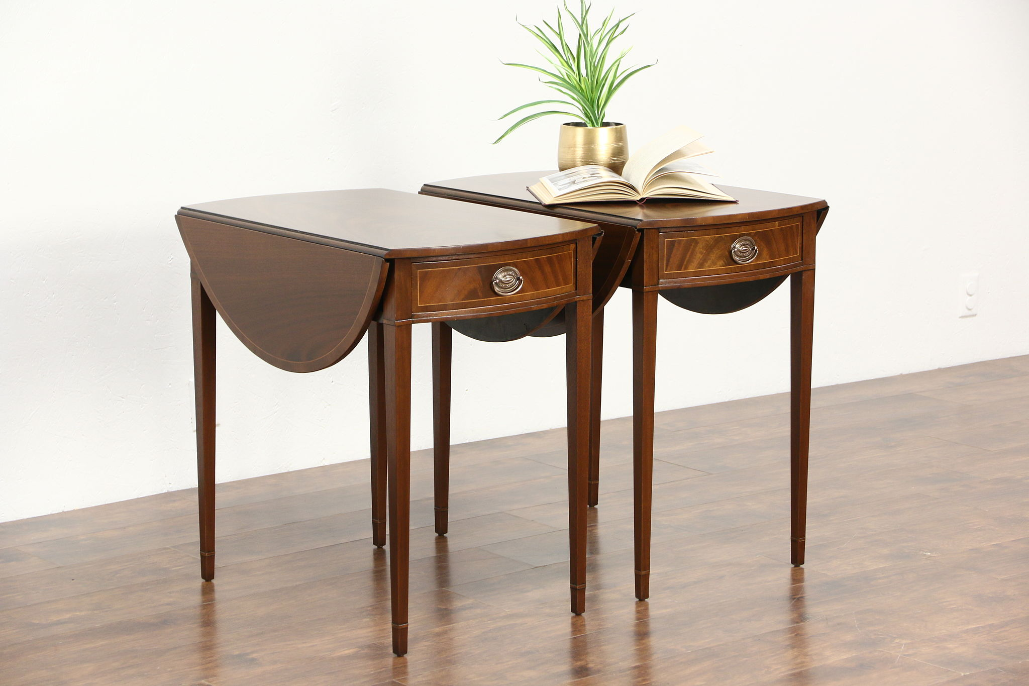 Pair Dropleaf Pembroke Oval Vintage Lamp Or End Tables Nightstands