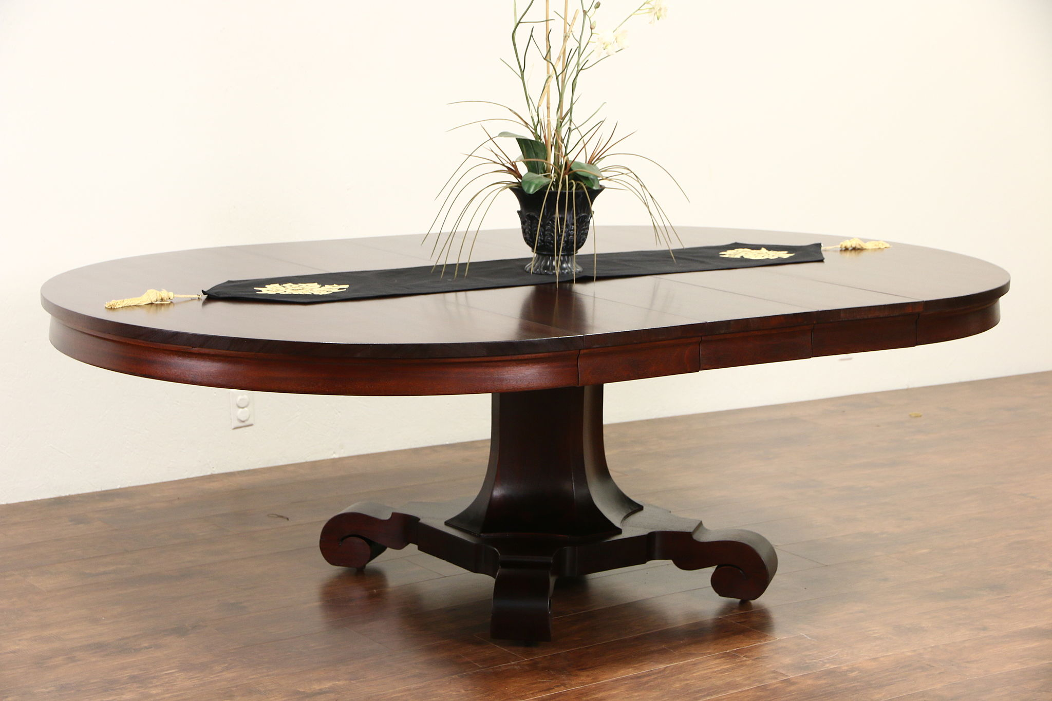 Empire Mahogany 1900 Antique Round Pedestal Dining Table, 3 Leaves