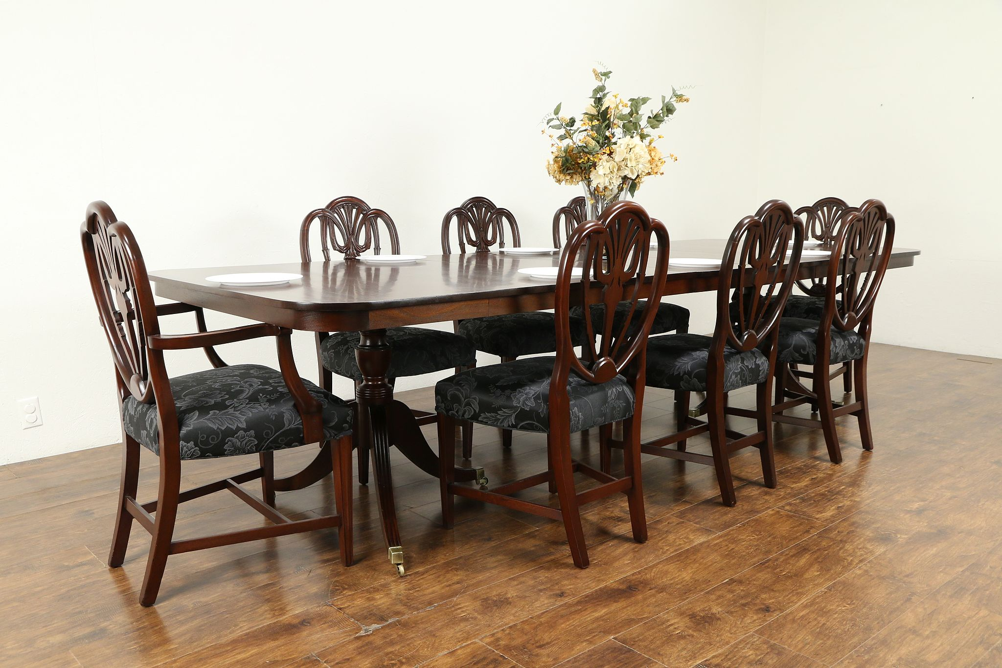 Traditional Mahogany English Antique Dining Table Opens 10 12