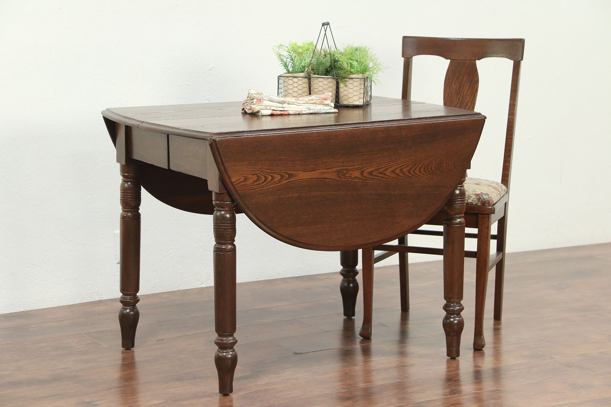 Sold Oak Oval Victorian Antique Dropleaf Dining Or Breakfast Table 2 Leaves 28942 Harp Gallery Antiques Furniture