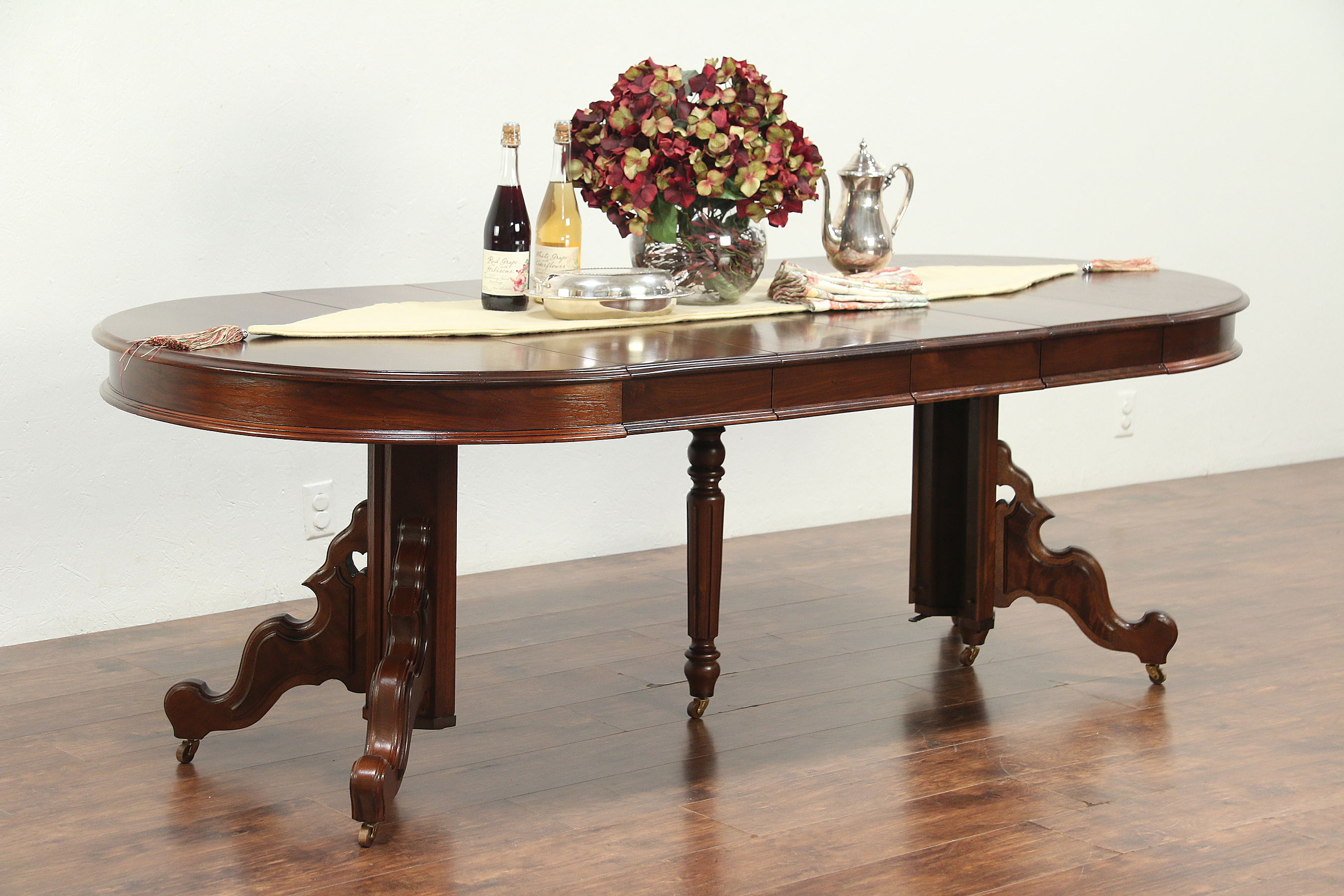 Victorian Antique Round Walnut Dining Table, 4 Leaves, Extends 7\' 5\