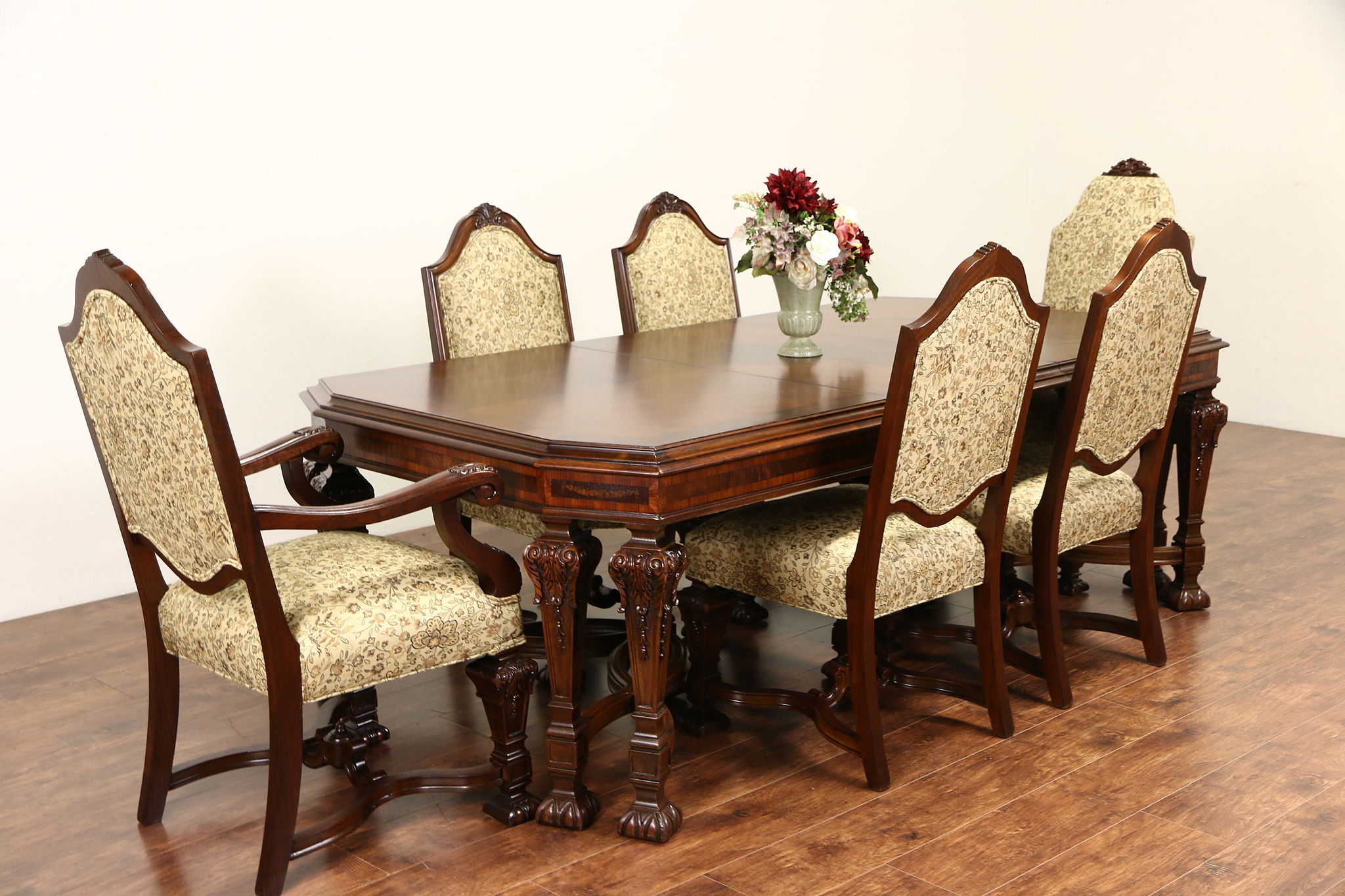 Merveilleux Renaissance Carved 1920 Banded Dining Table Without Chairs, Signed