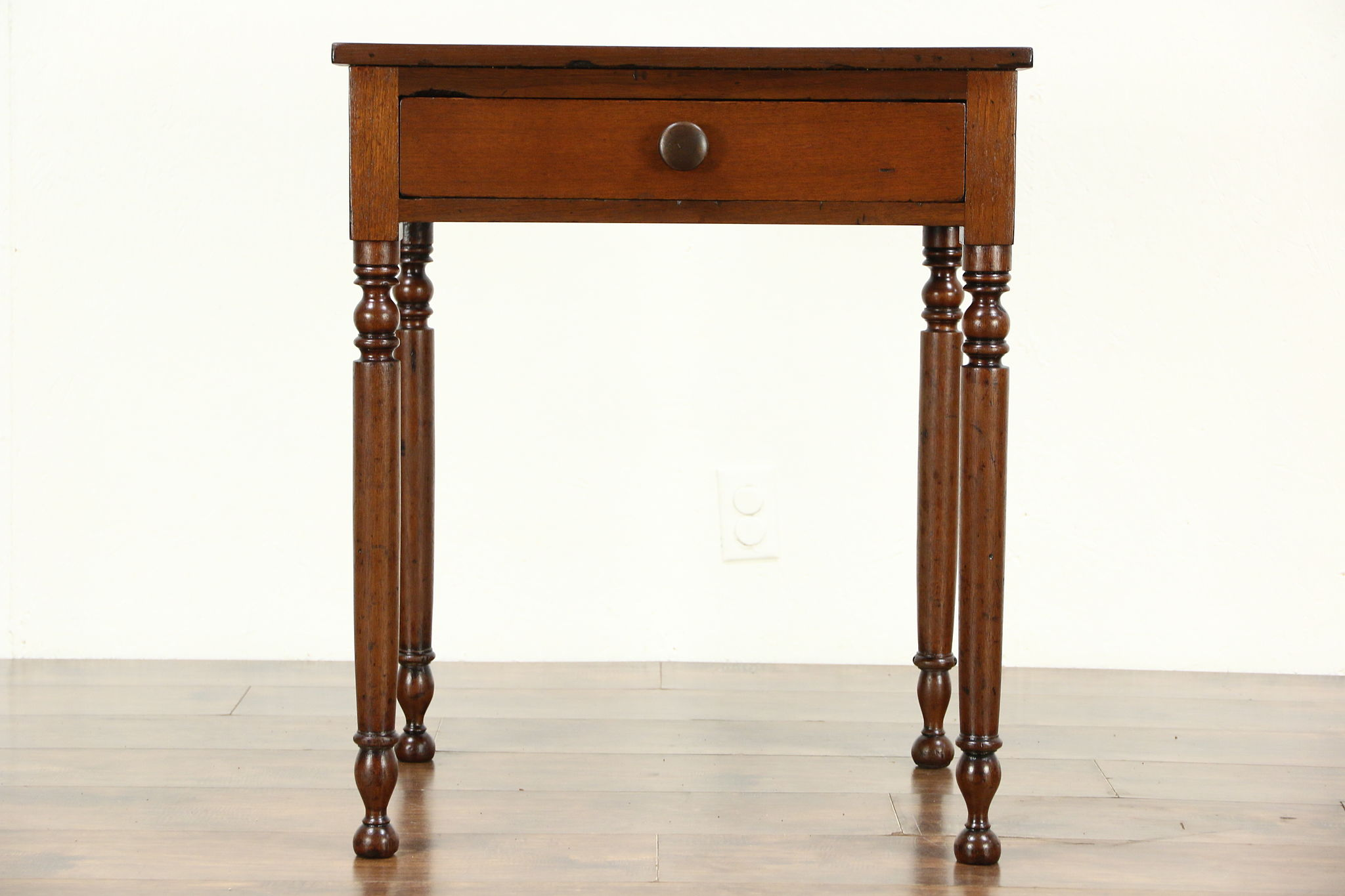 Elegant Country Sheraton 1830u0027s Antique Walnut End Or Lamp Table, ...