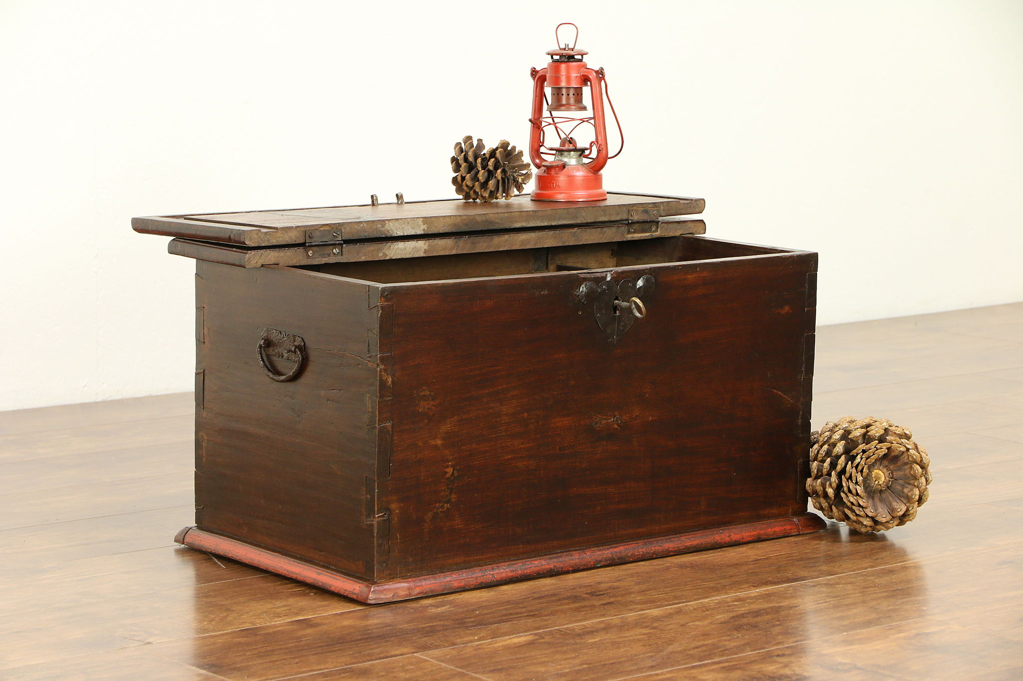 Sold Antique 1830 Small Child Size Trunk Chest Or Coffee Table Orig Lock 30359 Harp Gallery Antiques Furniture