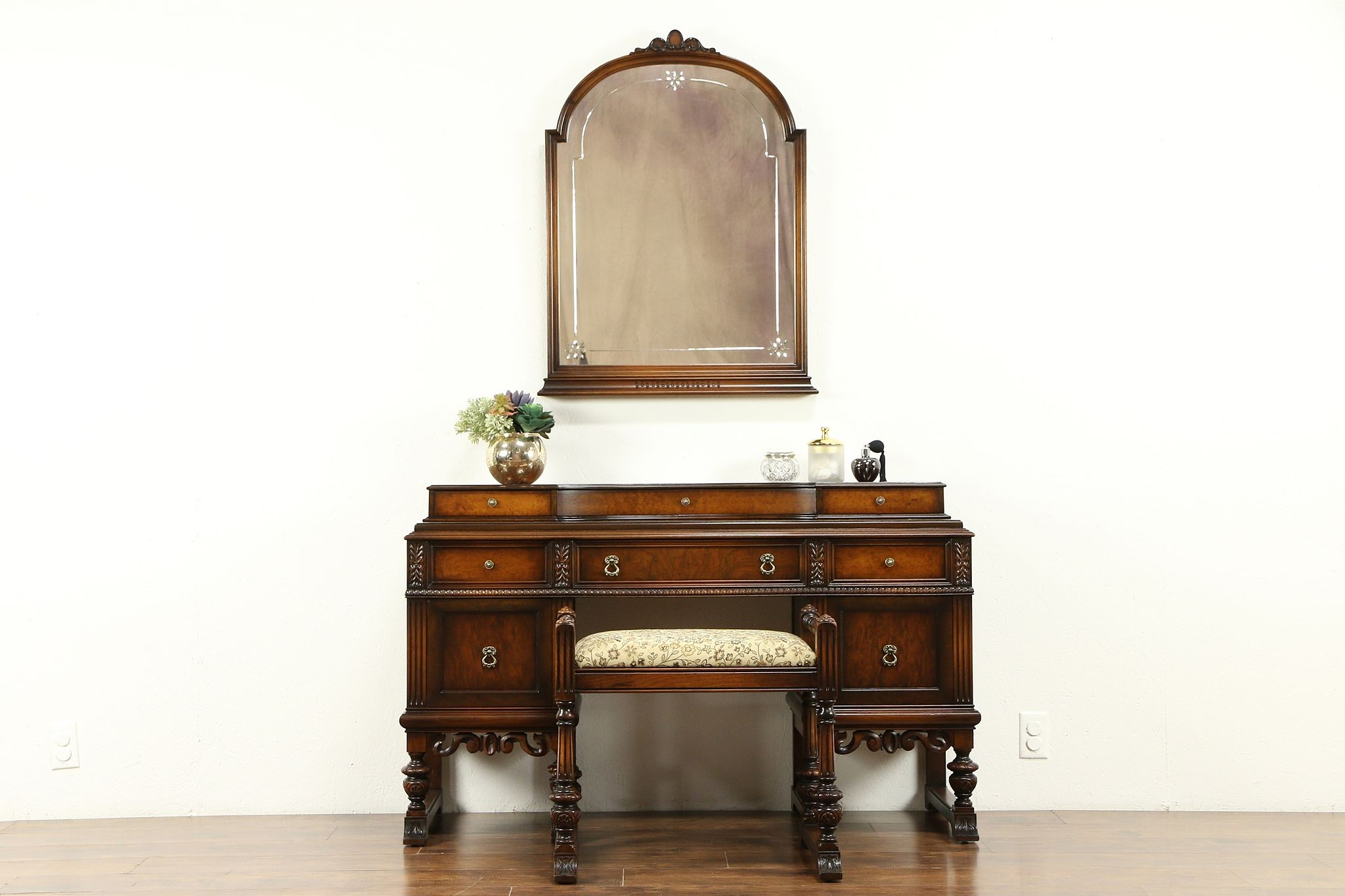 Awesome English Tudor Style Antique 1920 Walnut Dressing Table Bench Mirror 31131 Gamerscity Chair Design For Home Gamerscityorg